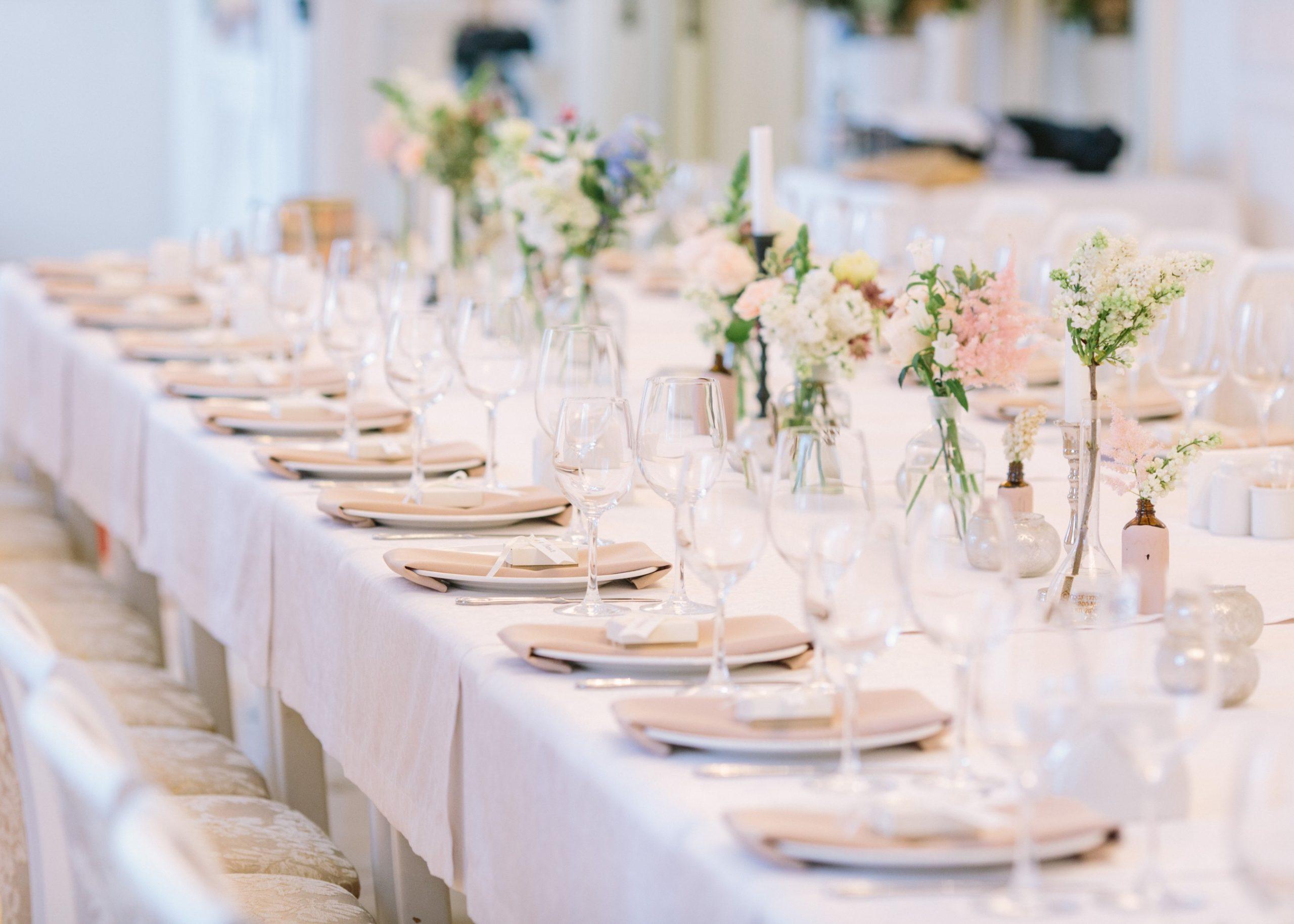 décoration de table de mariage fleurie