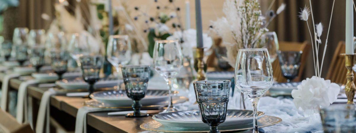 Décoration de table de mariage bleue et marron